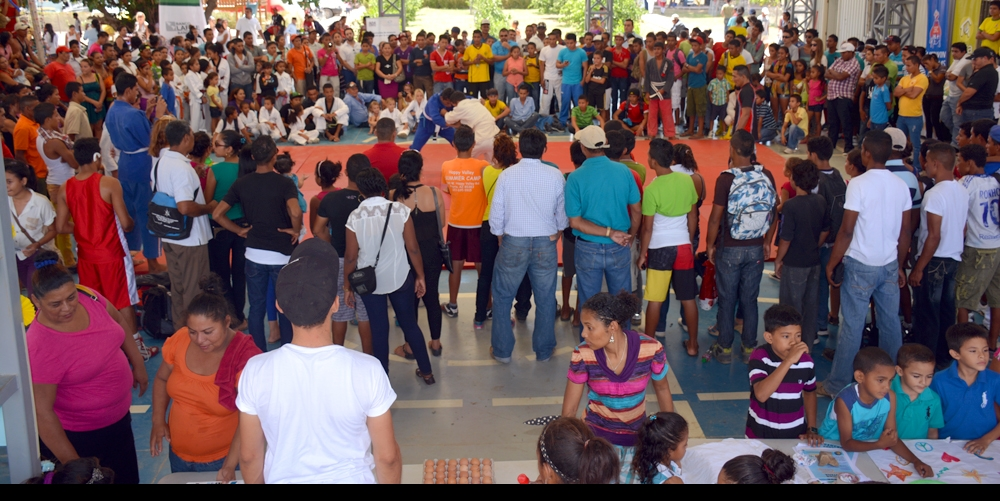 Hundreds gathered to discover all of the great activities available for youth and adults in the area. Here, the FunLimón martial arts team competes with the San Juan del Sur martial arts club.